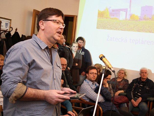 Milan Lacko na archivním snímku hovoří na zasedání žateckého zastupitelstva