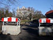 Louny nechaly uzavřít Dobroměřickou ulici v roce 2014. Hlavním důvodem byla neukázněnost řidičů