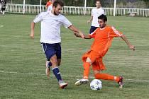 Utkání Domoušic (v oranžovém) proti Chomutovu