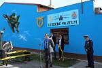 Leteckém muzeum v Bezděkově má novou fasádu. Z muzea se účastníci akce přesunuli k památníku letců v Žatci, kde se konal každoroční pietní akt u příležitosti Dne letectva.