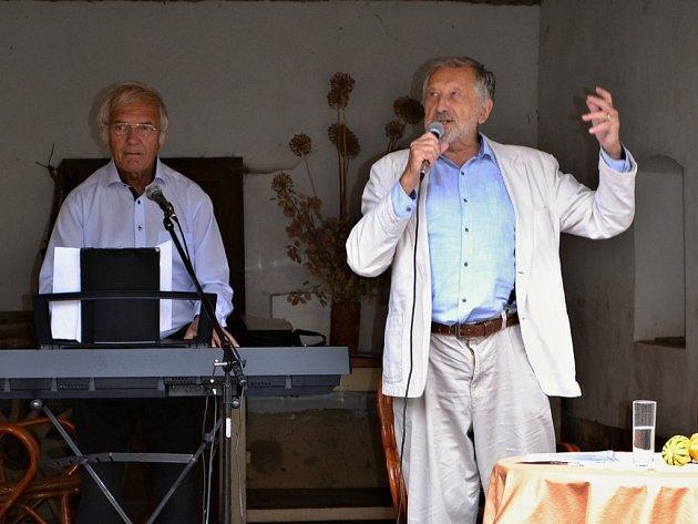 Jan Vodňanský a Daniel Dobiáš při loňském koncertu ve Skupicích.