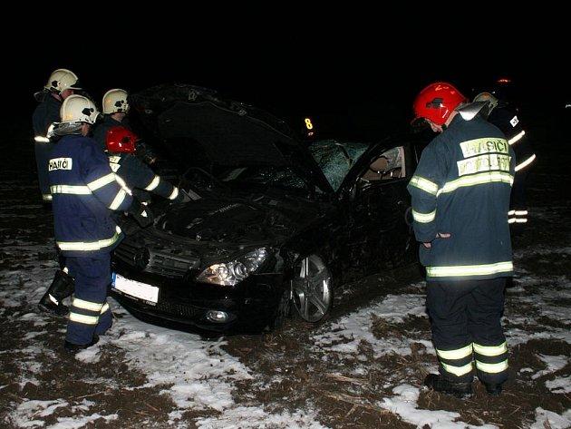 Dopravní nehoda u obce Bítozeves.