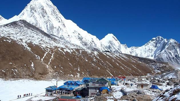 Jedna z nepálských osad pod osmitisícovkami. Ilustrační foto