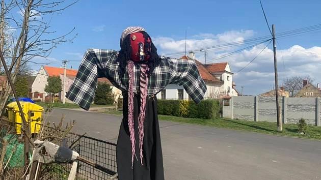 Spolek Stroupeč připravil magickou noc. Čarodějnice byly k vidění v Žiželicích i Hořeticích.