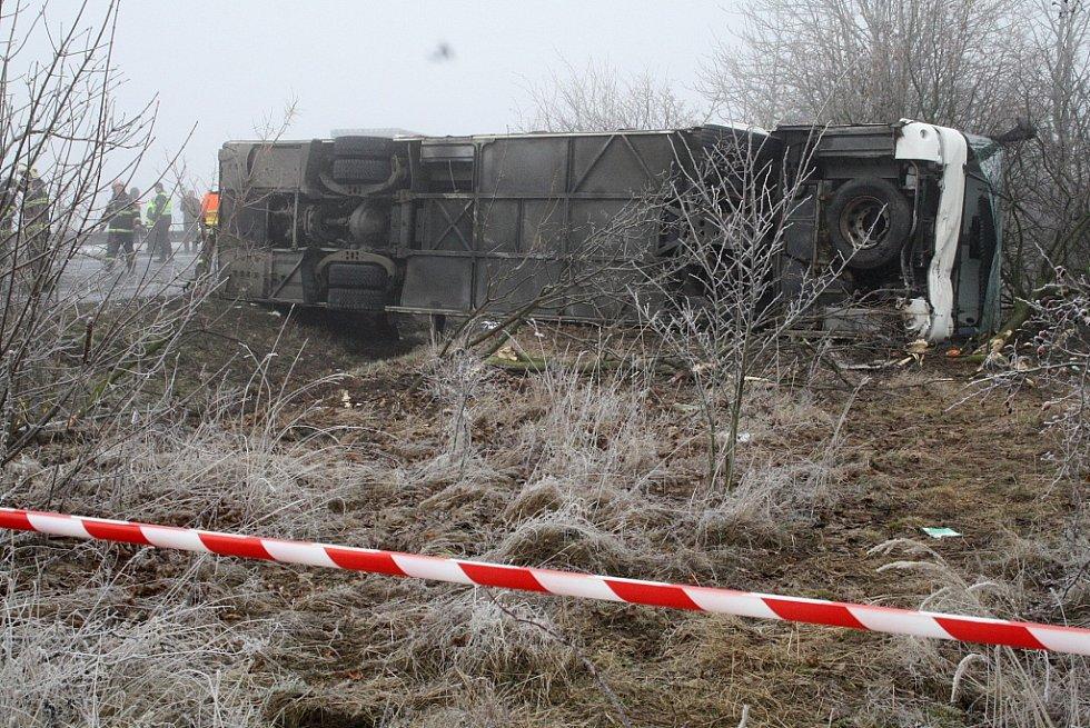 Nehoda autobusu s dětmi mezi Sulcem a Panenským Týncem