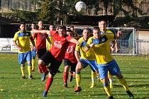 Šlágr kola začali lépe domácí, kteří za pět minut vedli 2:0, ale z výhry se radovali hosté z Tuchořic (ve žlutém) po výsledku 2:3.