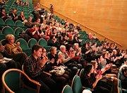 Vrchlického divadlo v sobotu v poledne tleskalo výkonům členů souboru MHD ZUŠ Louny. I když hlediště nebylo úplně plné