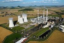 Elektrárna Počerady. Vlevo na snímku je paroplynový cyklus společnosti ČEZ, na zbytku pak uhelná elektrárna. Tu od ledna provozuje společnost Sev.en Energy. ČEZ zvažuje, že by v lokalitě postavil ještě jednu plynovou elektrárnu.