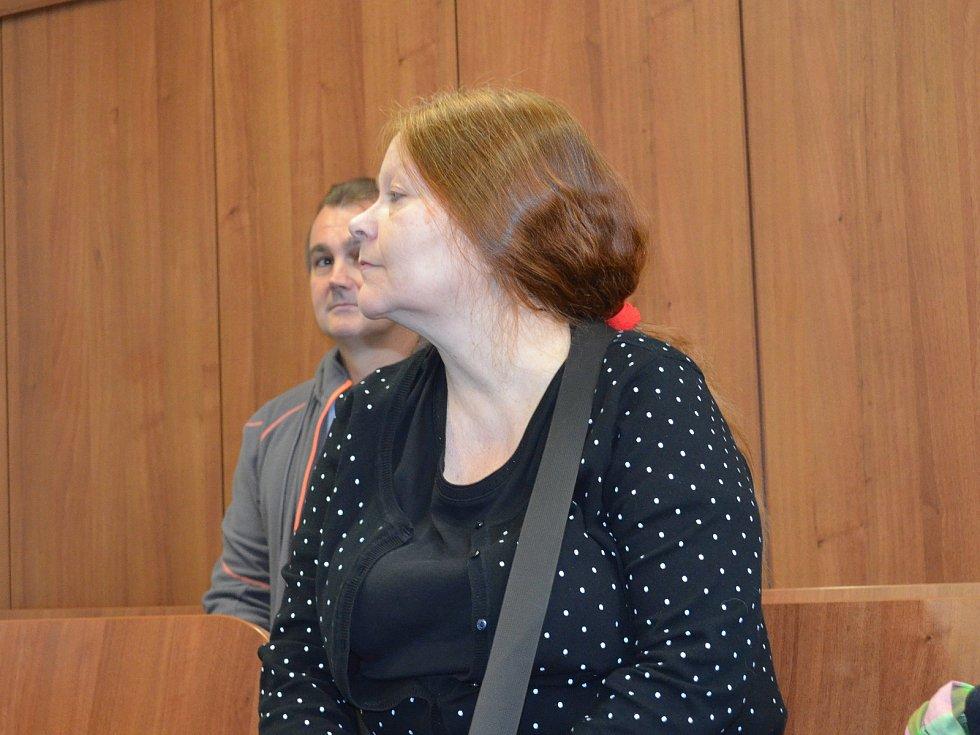 Irena Hassanová Suchochlebová u soudu v Lounech