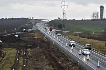 Pokračující výstavba dálnice D7 Praha - Chomutov uzavřela v lednu obě jižní rampy mimoúrovňové křižovatky Louny – centrum nedaleko Cítolib.