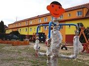 Práce na dokončení dětského hřiště v žateckém Podměstí se konečně rozjely
