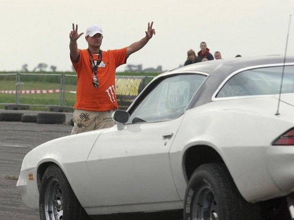 Tuning sraz Car Wars vPanenském Týnci. Ilustrační snímek