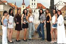 Devět finalistek Miss Zlatého moku 2007.