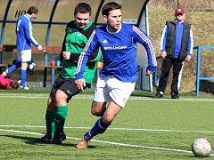 Fotbalisté Lenešic (v modrém) porazili Vrbno nad Lesy 4:2.