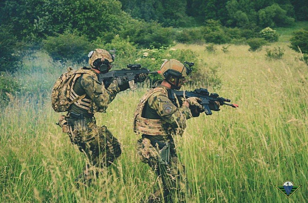 Vojáci cvičí na Doupově