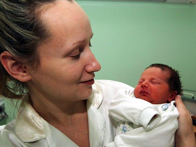 Karolína Knotková ze Žatce přišla na svět ve čtvrtek 15. listopadu 10 minut před pátou hodinou ranní. Váha 2,35 kg, míra 45 cm. Mamince Pavlíně gratulujeme.