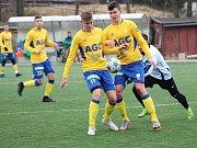 Fotbalisté Loun (v bílém) prohráli s teplickými mladíky.