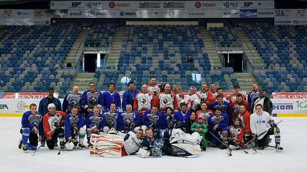 Stará garda HC Lubenec a současný tým