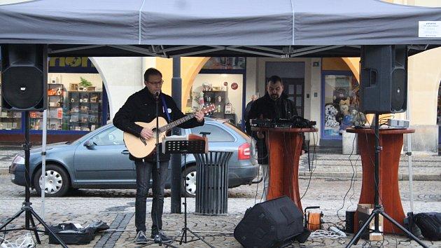Setkání 17. listopadu na náměstí Svobody v Žatci