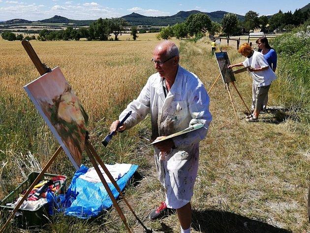V Kocourově pod Milešovkou probíhá krajinomalba výtvarné skupiny Vosa Louny.