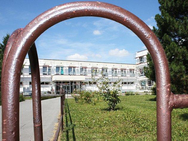 Základní škola Prokopa Holého v Lounech během zateplování