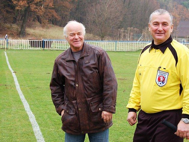 Trenér Jan Laibl (vlevo) příliš radosti ze svého nového angažmá v Kryrech mít nemůže. Po podzimní části je jeho mužstvo v I.A třídě poslední.