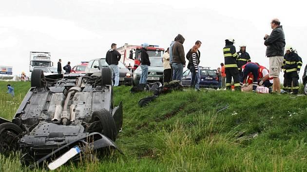 Tragická nehoda u Bitozevsi, při které 21. června zahynul jeden z pasažérů.