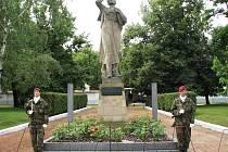 Pietní akt, při kterém v Žatci vzpomněli na vyhlazení ukrajinského městečka Malín.