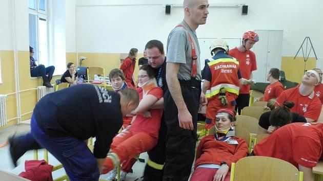 Žatečtí záchranáři loni spolupořádali a zúčastnili se cvičení TRIAGE 2013 v Ústí nad Labem, které bylo  zaměřené na třídění raněných při hromadných neštěstí.
