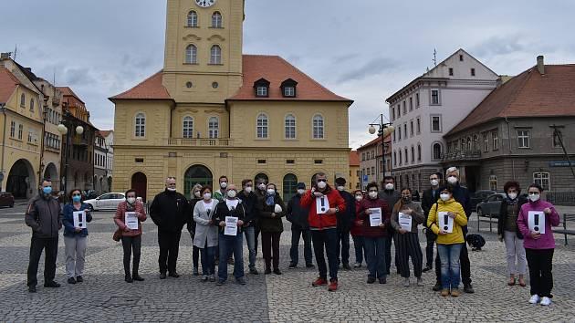 Demonstrace proti prezidentu Miloši Zemanovi v Žatci