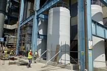 Montáž nádrží pro močovinu v Elektrárně Počerady.