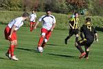 Blažimští fotbalisté (v bílém) přišli sice rychle o dvoubrankové vedení, ale bojovností dovedli utkání do vítězného konce.