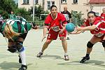 Play off I. ligy národní házené žen mezi Žatcem (v červeném) a Tymákovem