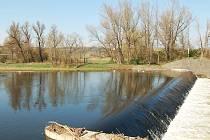Levý břeh řeky Ohře nad jezem v lokalitě Loučky v Žatci projde revitalizací.