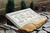 V Žatci byl na podzim roku 2008 odhalen nový pomník obětem války a poválečných událostí. Jeho součástí je i kamenná deska s letopočtem.