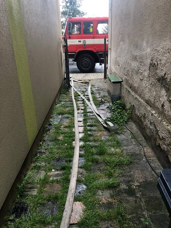 Bouřka zaměstnala hasiče v Ústeckém kraji.