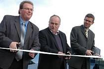 To bylo slávy, když se před třemi roky v říjnu 2008 otevíraly v Podbořanech nové kurty. Následná realita už byla horší - tenis se na nich pořádně hrát nedá a radnice se zatím nemůže dohodnout se společnosti Ekostavby na způsobu reklamace.