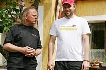 Miroslav Blažek (vlevo) s Petrem Žižákem při zahájení výstavy.