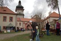 Velikonoční jarmark na Novém Hradě v Jimlíně. Tuto neděli bude na zámku znít swing.