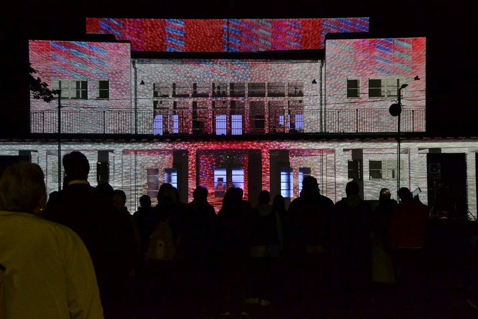 V pátek večer proběhl na lounském výstavišti světelný a videomappingový festival s názvem Kouzlo světla.