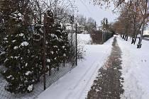 Pozemek v ulici Václava Majera v Lounech, kde mají vyrůst bytové domy.