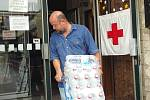 Rok 2002: záplavy v našem regionu na Chomutovce a následná humanitární pomoc od lidí z okresu Louny, proudící do celé ČR.