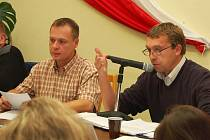 Starosta Miroslav Hylák (vpravo) a jeho zástupce Vojtěch Bernard na zasedání zastupitelů v Postoloprtech