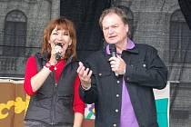 Michaela Dolinová a  Petr  Jančařík  bavili  publikum v odpoledním programu pro děti.