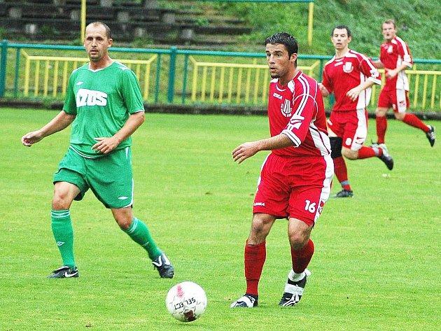 Fotbalové utkání Žatce (v zeleném) proti Brozanům