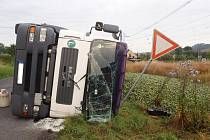 Kuriozní nehoda u Hořetic, při níž se vysypalo 25 tun převážených okurek
