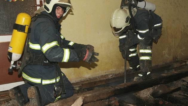 Požár trámu v podlaze v Líčkově