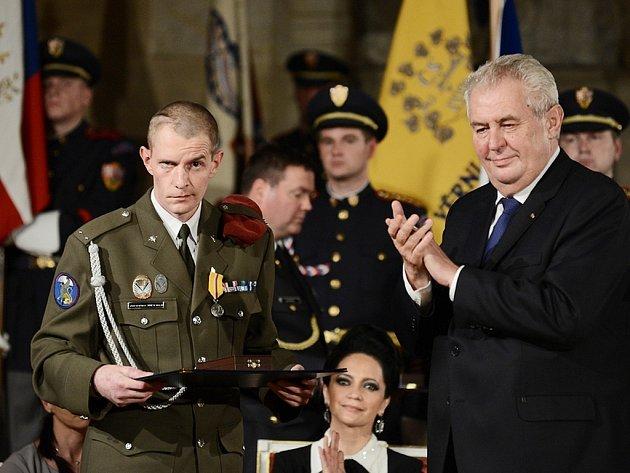Nadrotmistra Jaroslava Mevalda vyznamenal prezident Miloš Zeman 28.října roku 2014medailí Za hrdinství.