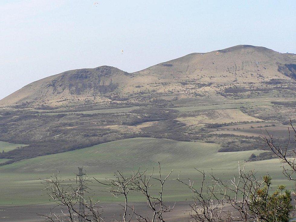 Výhled z Frotzlovy rozhledny na vrch Raná