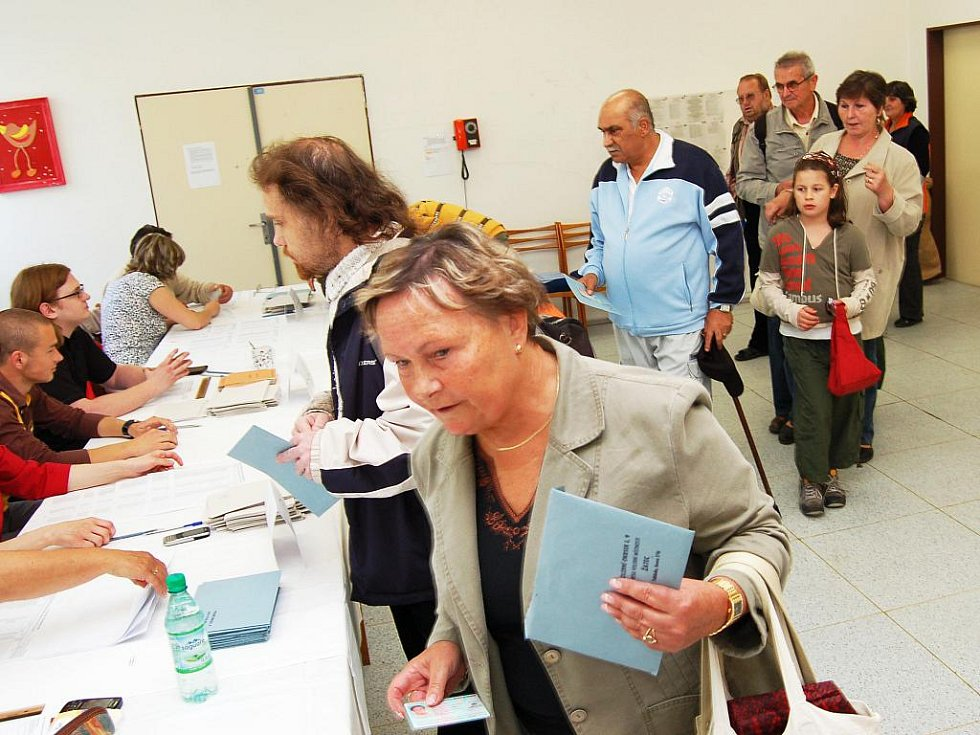 Volby v okrese Louny. V pátek 28. května se startovalo ve 14 hodin, hlasovalo se také v Žatci na tamní poliklinice.